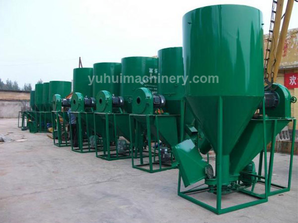 Vertical feed mixer, livestock feed processing machine